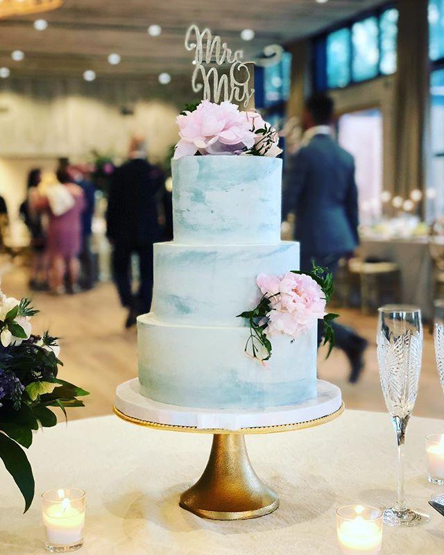 #prettiestcakeever #ninasbretterhalf congrats to nina & brett, and thank you for having us at your amazing celebration! @ninacraver
