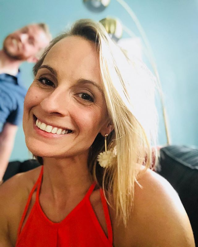 when the hubs photobombs your new profile selfie ️